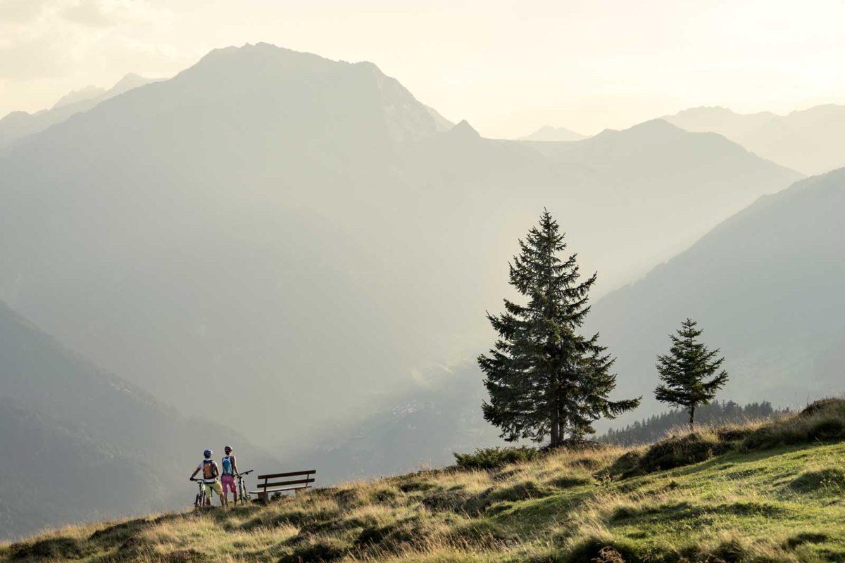 Sportfotografie-München-Mountainbike-MTB-Paar-Panorama-Abendstimmung