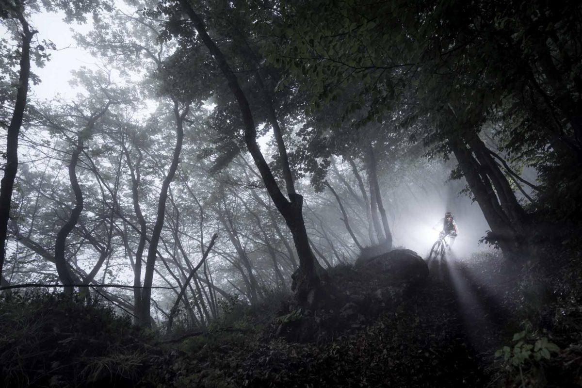Sportfotografie-München-Mountainbike-MTB-Nebel-Silouette-Downhill