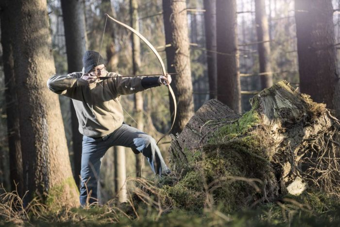 Portraitfotografie-Bogenschütze-Wald