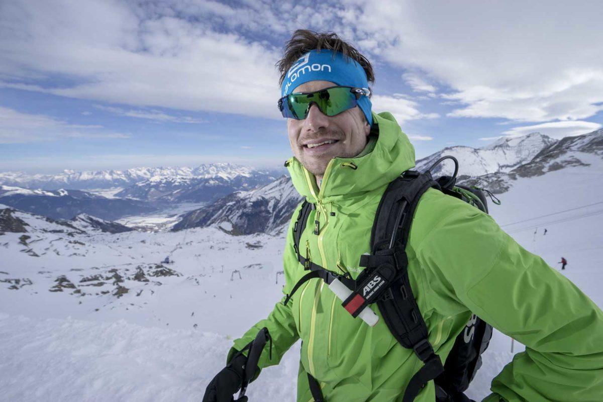 Sportfotografie-Wintersport-Ski-Skitour-Alpinguide-Mann-Portrait-Alpenpanorama-Kitzsteinhorn-Zell am See- Kaprun-Tirol-Austria